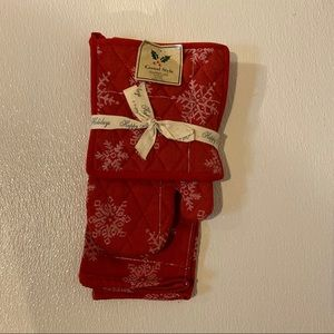 Red Christmas holiday kitchen towel glove set